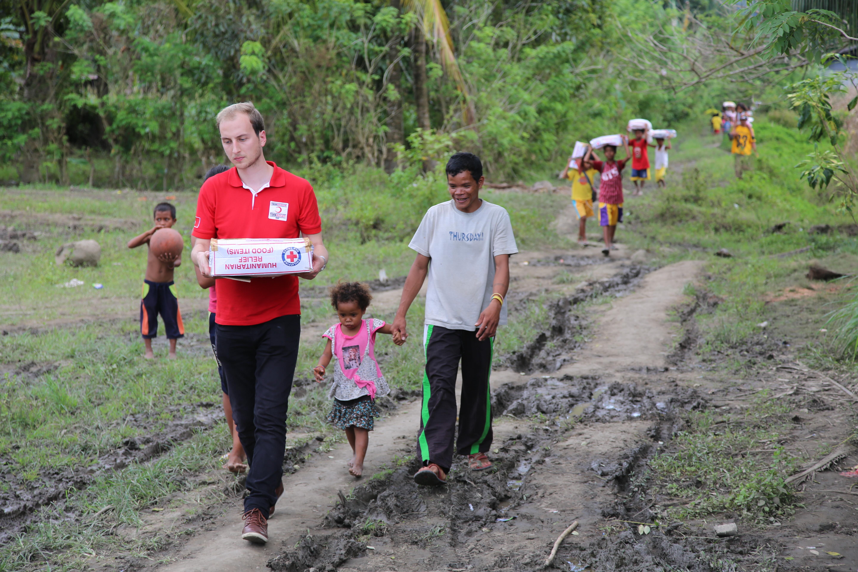 Kızılay, Filipinler'de 25 bin KİŞİYE gıda kolisi dağıttı