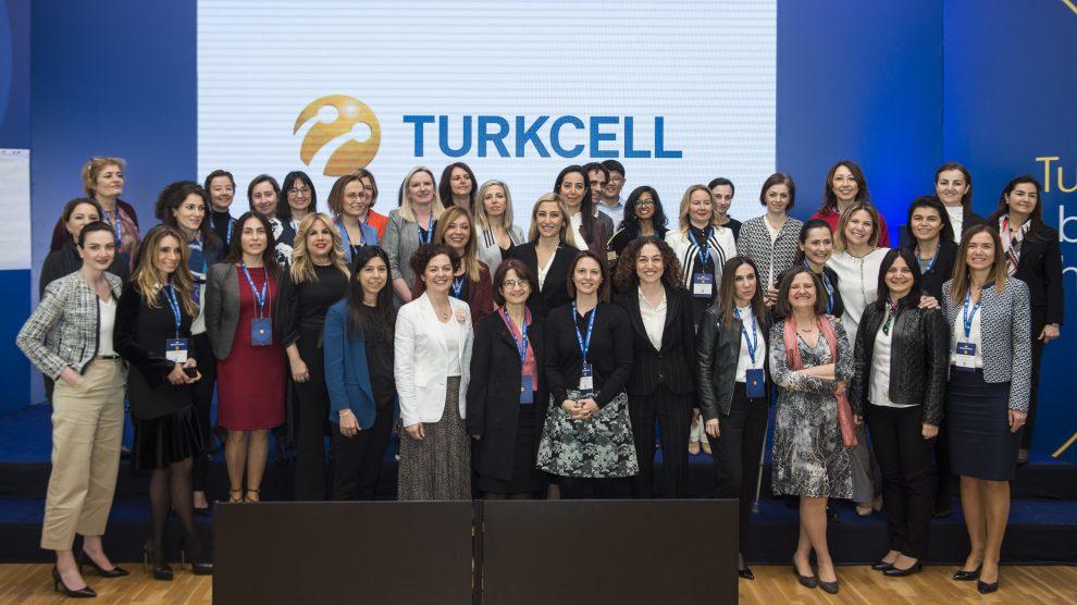 Yönetim Kurulunda Kadın Derneği mentilerine özel teknoloji buluşması