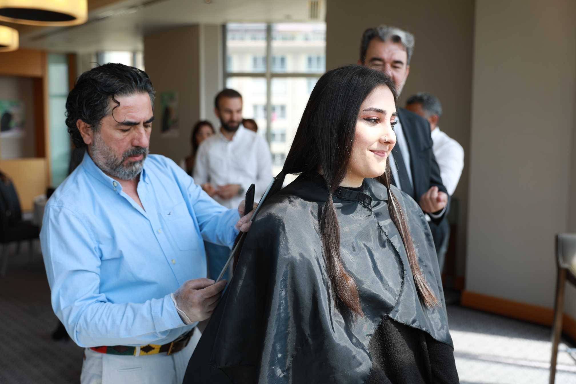 """Artistik Kuaförler Derneği ve Kanser Savaşçıları Derneği """"Saçım Saçın Olsun"""" Projesi için Bir Araya Geldi"""