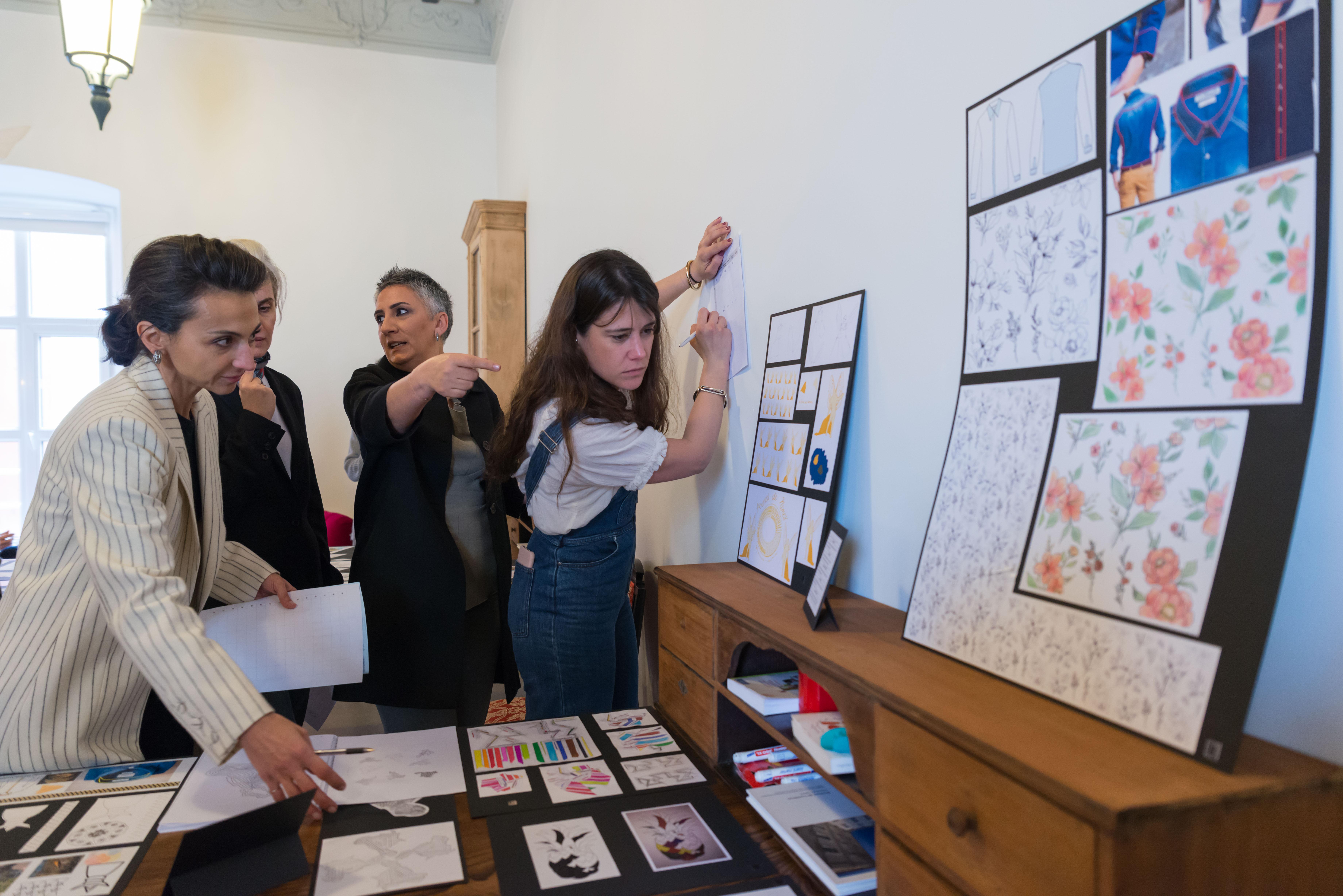 Eğitim ve moda dünyası Toplum Gönüllüsü gençler için bir arada