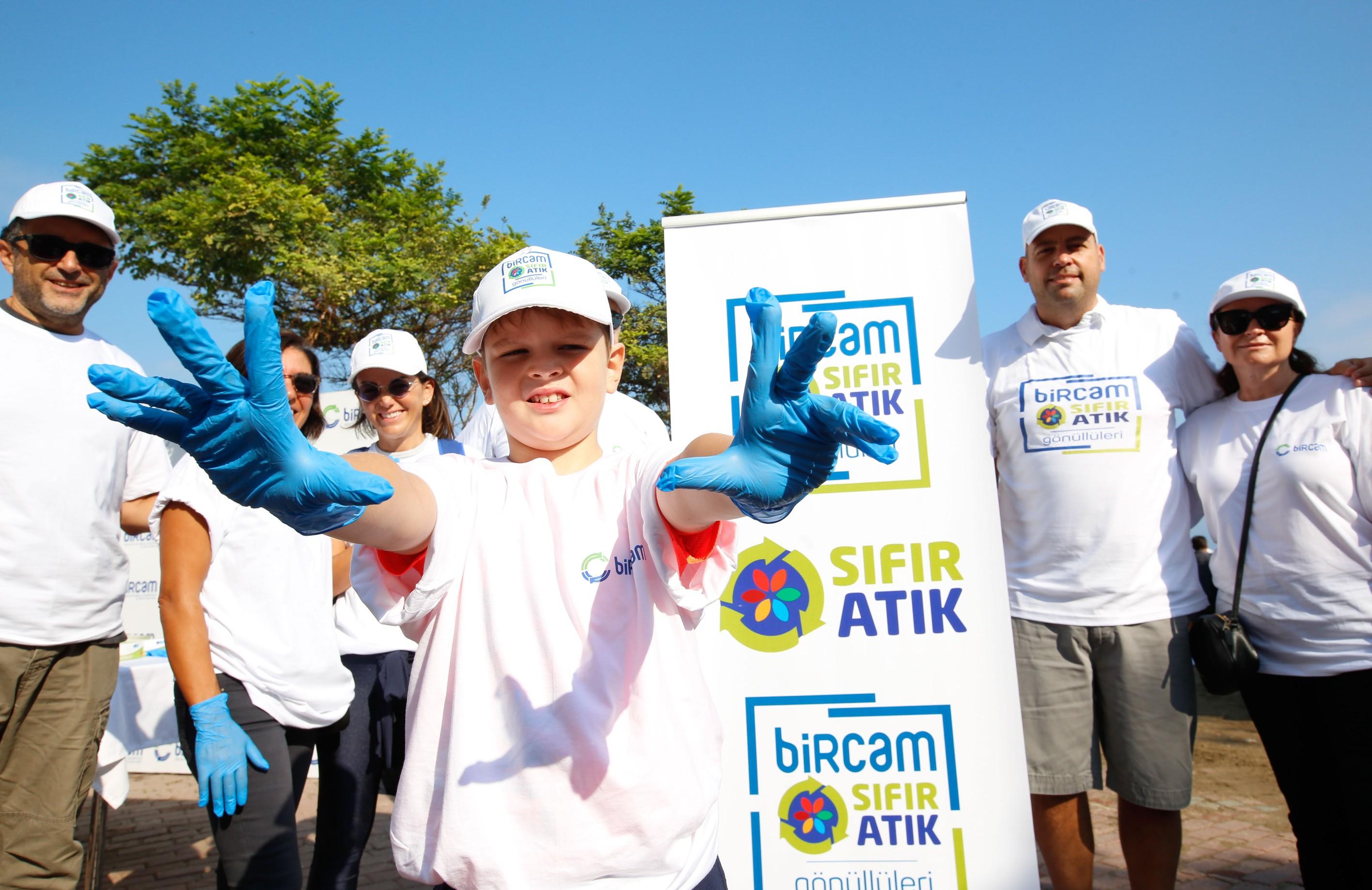 BİRCAM Vakfı Sıfır Atık Gönüllüleri 15 Eylül Dünya Temizlik Günü'nde Mudanya Güzelyalı Sahil Şeridini Temizledi