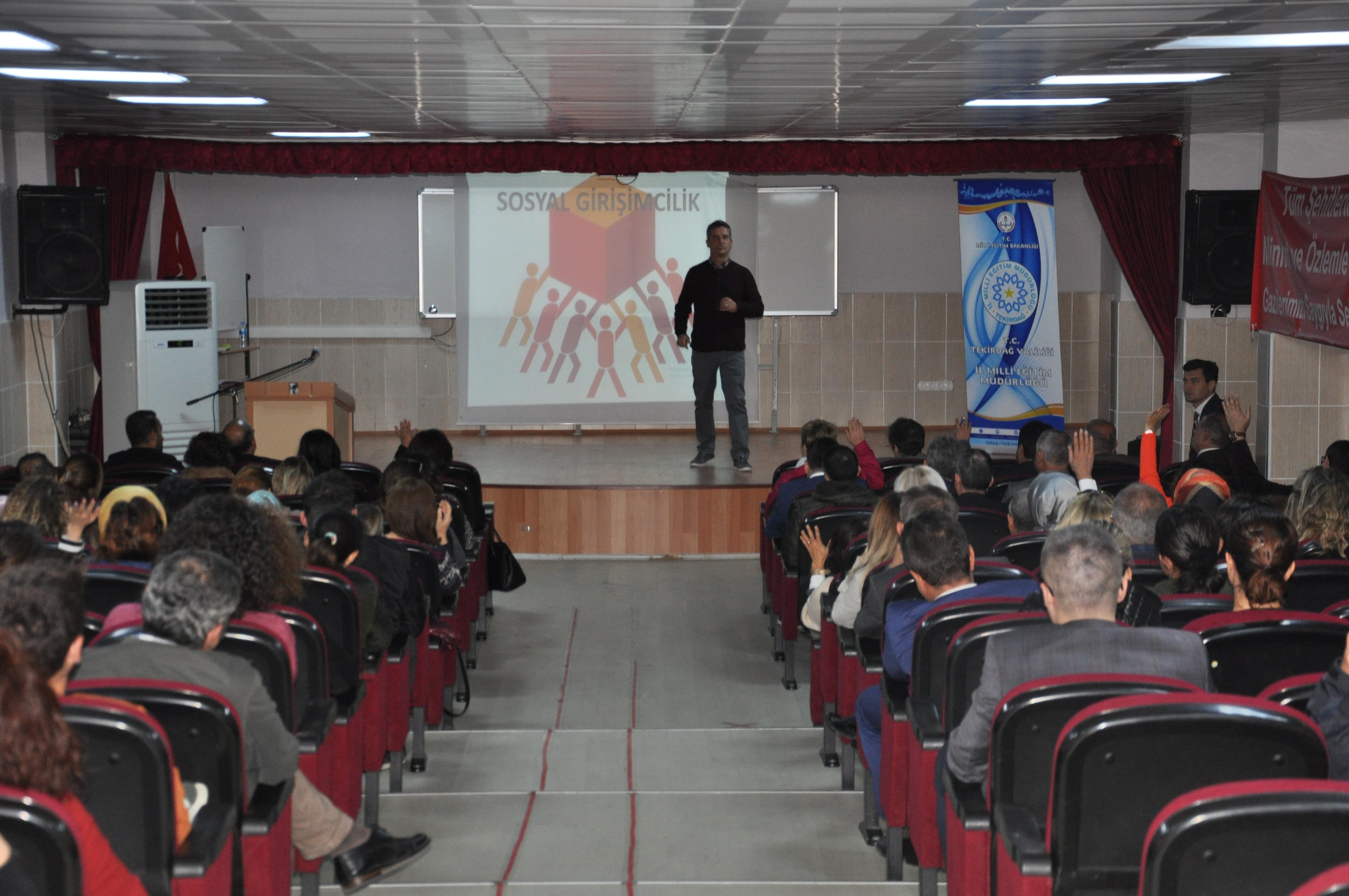 Anadolu Vakfı 'Değerli Öğretmenim' projesi ile 44 ilde 55 binin üzerinde öğretmene ulaştı