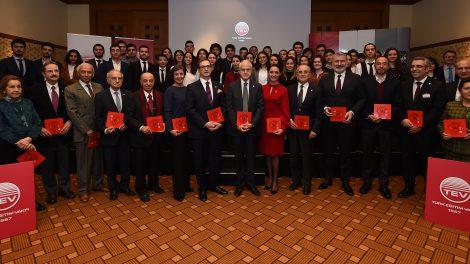 Türk Eğitim Vakfı'ndan 57 Üstün Başarı Bursu