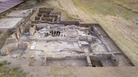 Sabancı Vakfı'nın Desteklediği Metropolis Antik Kenti Kazı Çalışmalarında İhtişamlı Bir Yaşamın İzlerini Taşıyan Yeni Bir Yapı Keşfedildi