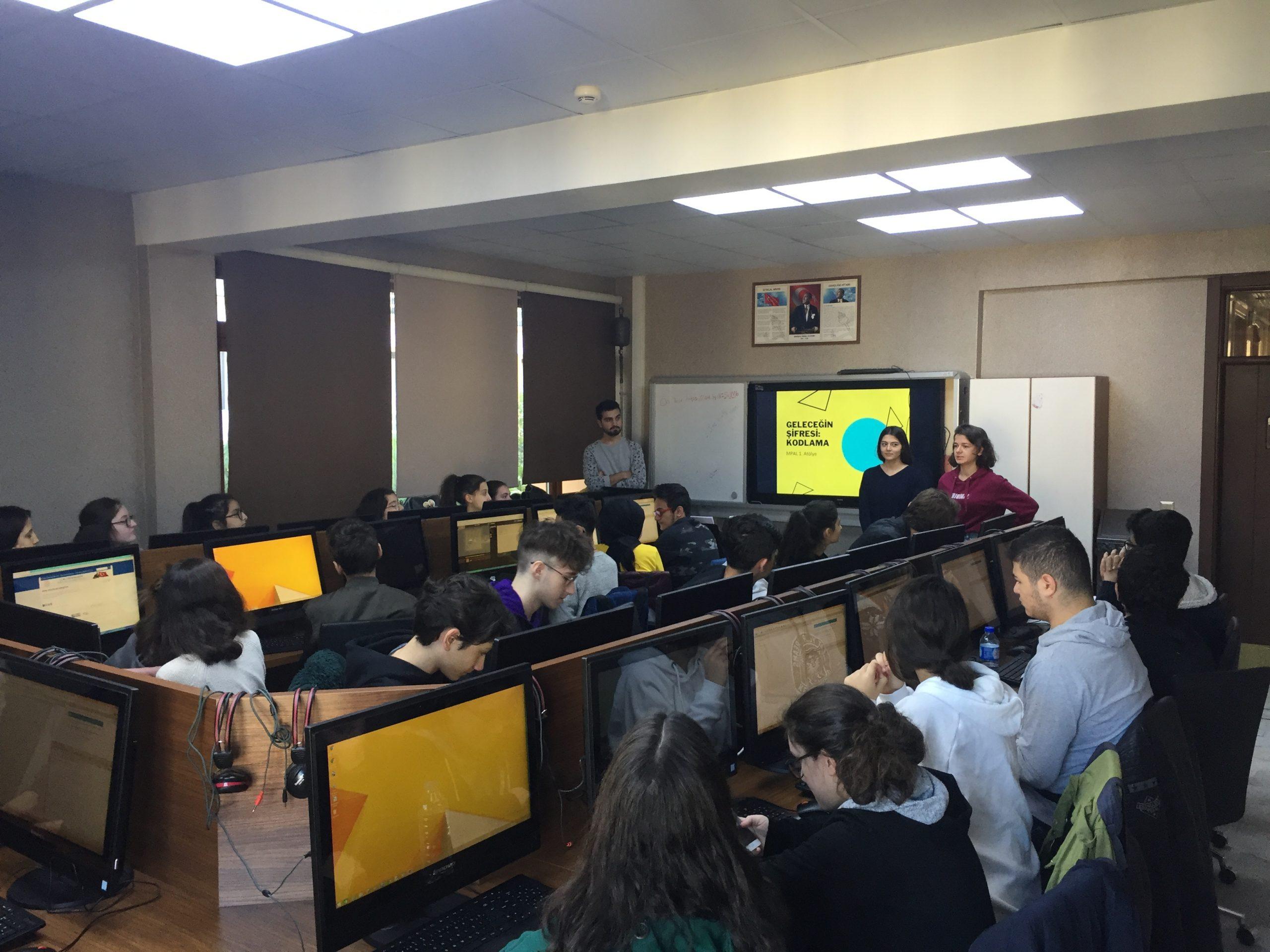 Çelikel Eğitim Vakfı, Liseli Gençleri Kodlama ile Geleceğe Hazırlıyor