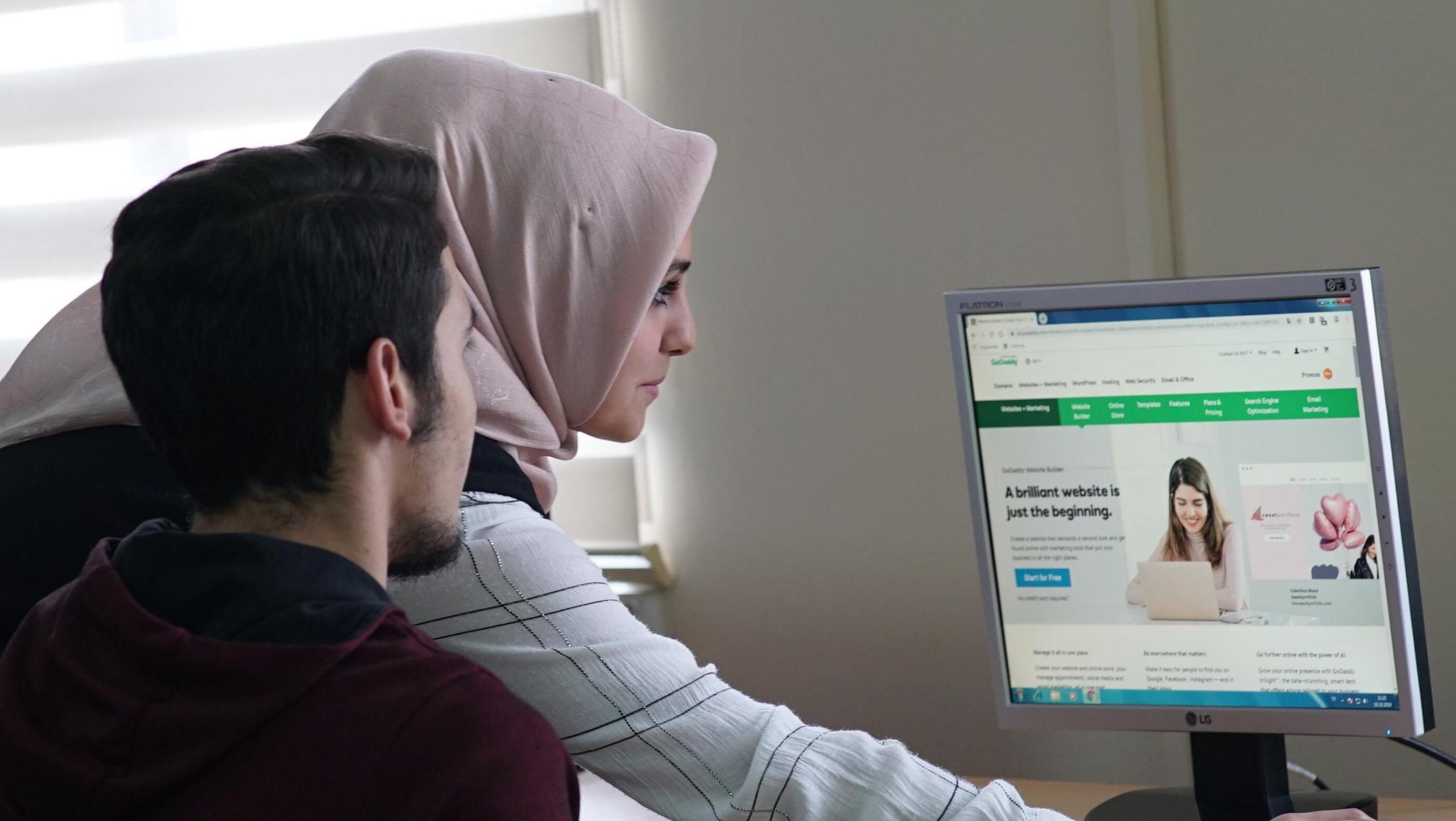 GoDaddy ve Habitat Derneği, 'Dijital Ben' projesi ile yaklaşık 1.000 küçük işletme sahibi ve girişimciye ulaştı