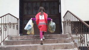 Kızılay Gönüllüleri Evden Çıkamayan Yaşlı ve Hastaların Alışverişini Yapıyor