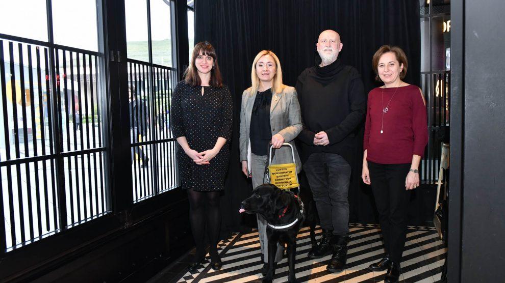 Rehber Köpekler Derneği ile Türkiye'de görme engellilere destek olmaya devam ediyor