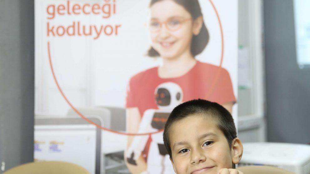 """""""Yarını Kodlayanlar"""" Projesinde 10 Bin Çocuğa Online Eğitim Verilecek"""
