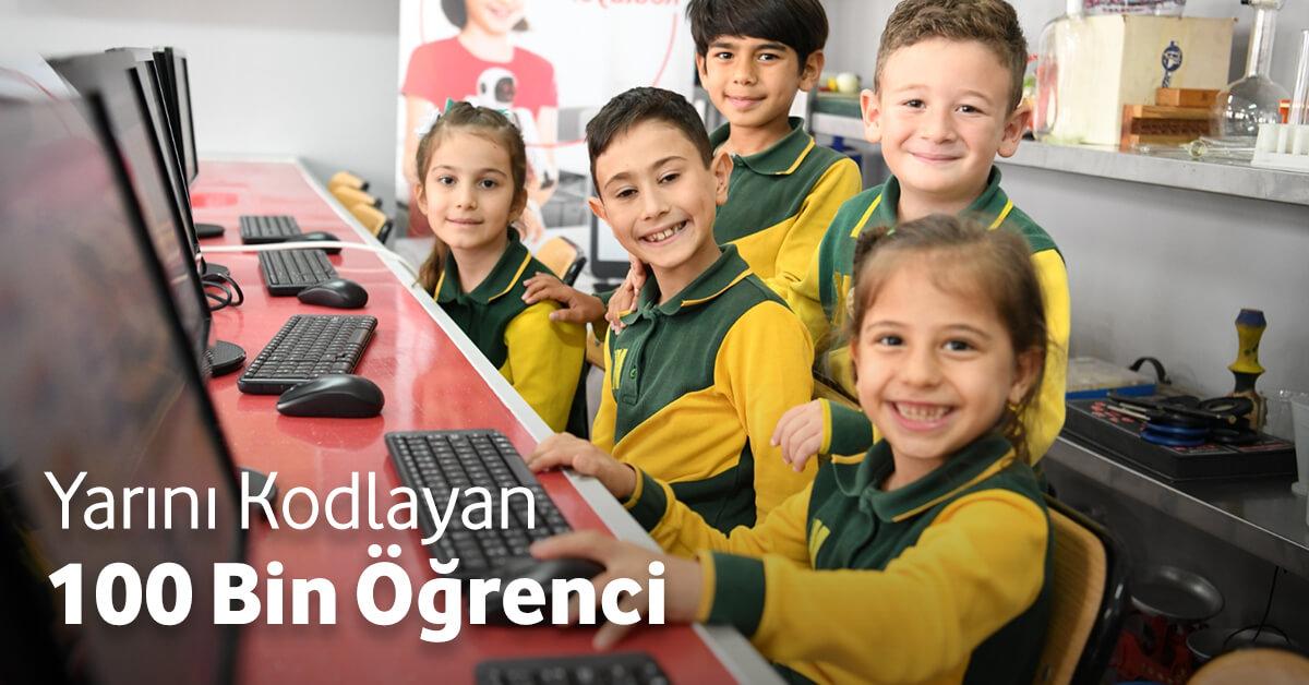"""""""Yarını Kodlayanlar"""" Projesi 100 Bini Aşkın Çocuğa Ulaştı"""